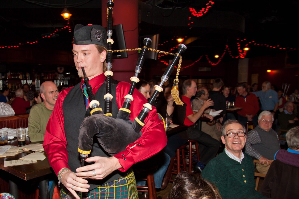 Pub Sing, Scottish Piper