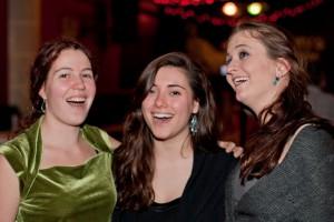 Pub Sing girls