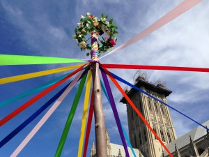 Maypole top with ribbons